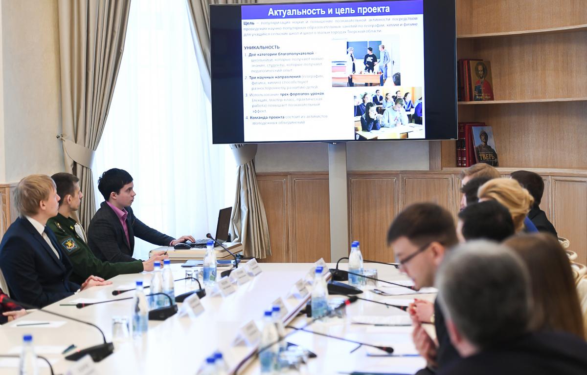 Губернатор обсудил развитие науки в Тверской области с молодыми учёными Верхневолжья