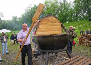 В Тверской области в царь-котле сварят главную Волжскую кашу