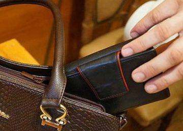 Житель Редкино украл у девушки кошелек