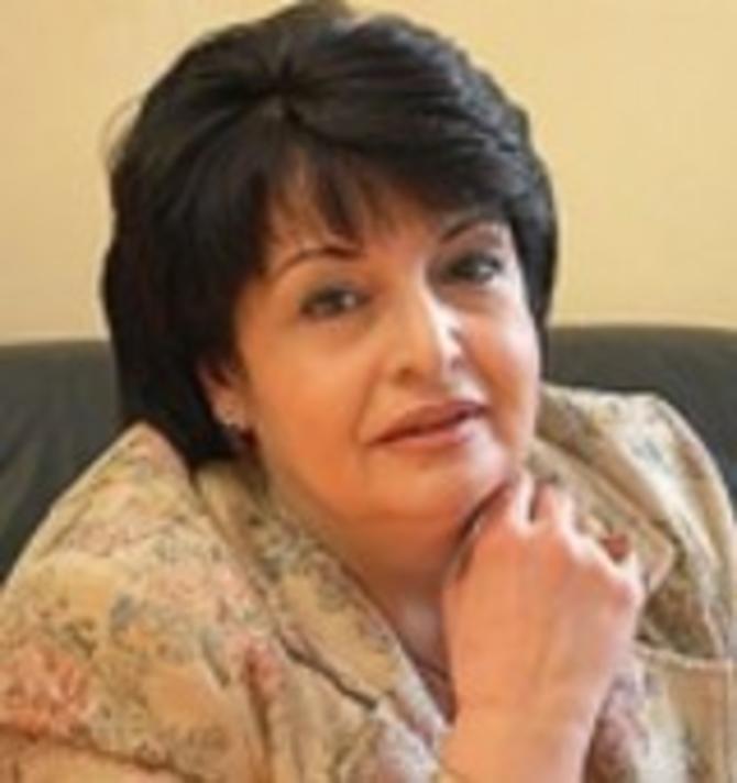 Каринэ Конюхова принимает поздравления с юбилеем