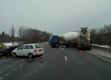 В Тверской области водитель выехал на встречку и спровоцировал ДТП