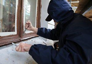 Бомж оставил жительницу Тверской области без денег и украшений