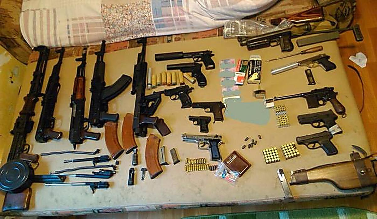 ФСБ России задержала банду торговцев оружием