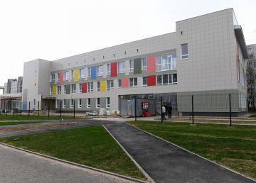 Губернатор Игорь Руденя проинспектировал ход строительства детской поликлиники в микрорайоне «Южный»