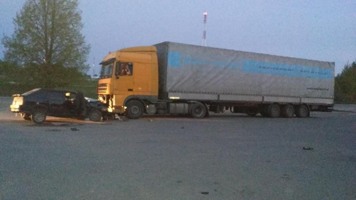 В Тверской области пьяный водитель врезался в фуру