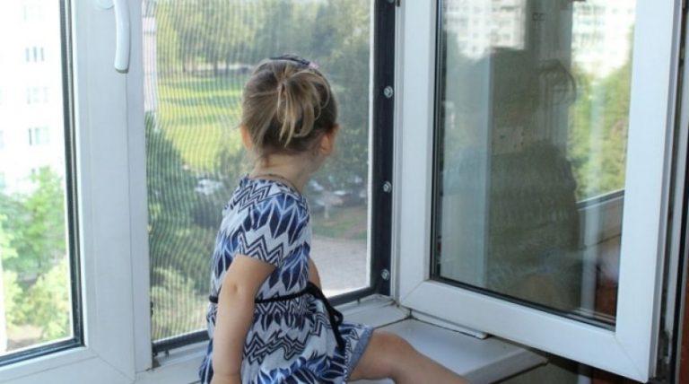 В Тверской области 6-летний мальчик выпал из окна