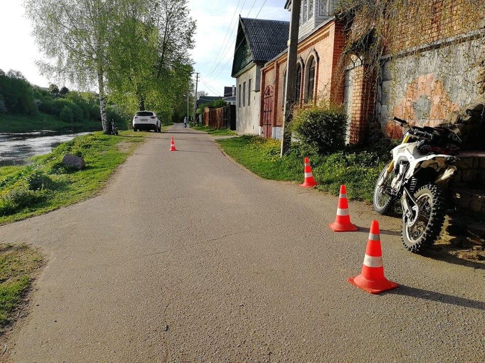 В Торжке молодой мотоциклист без прав сбил ребенка