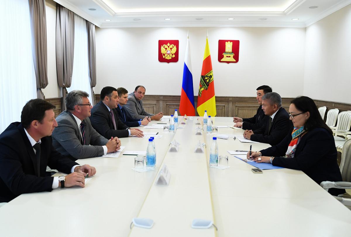 Игорь Руденя провел встречу с чрезвычайным и полномочным послом Кыргызской Республики