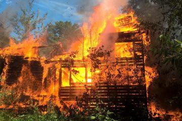 В Тверской области пожар лишил дачных домов стразу три семьи