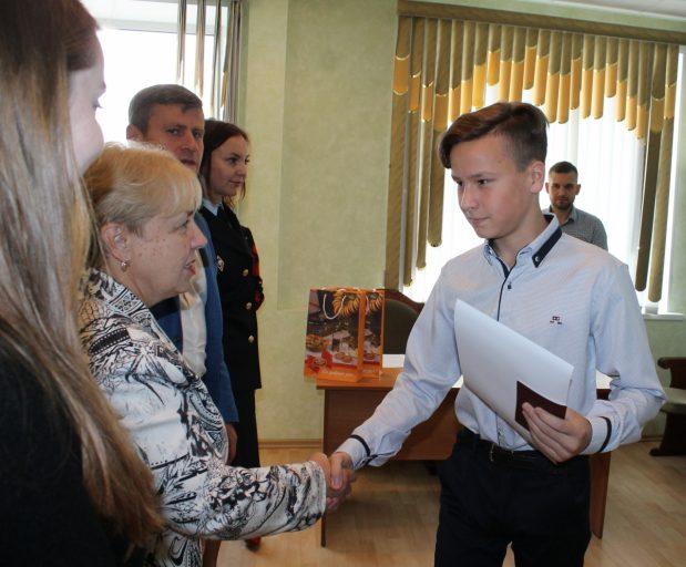 В Твери юным гражданам России торжественно вручили паспорта