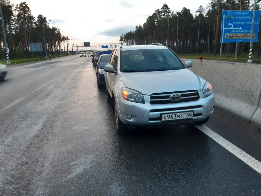 Два человека пострадали в ДТП с участием четырех машин на М10 в Тверской области