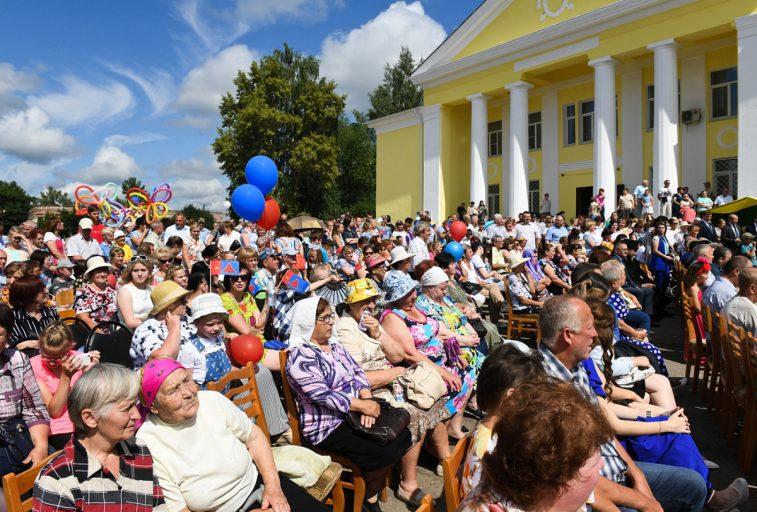 Жители Краснохолмского района отмечают 90-летие