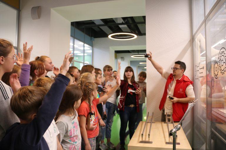 Иркутские школьники посетили предприятия города и тверской «Кванториум»