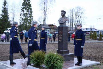 В Конаково Тверской области увековечили память о земляке-десантнике