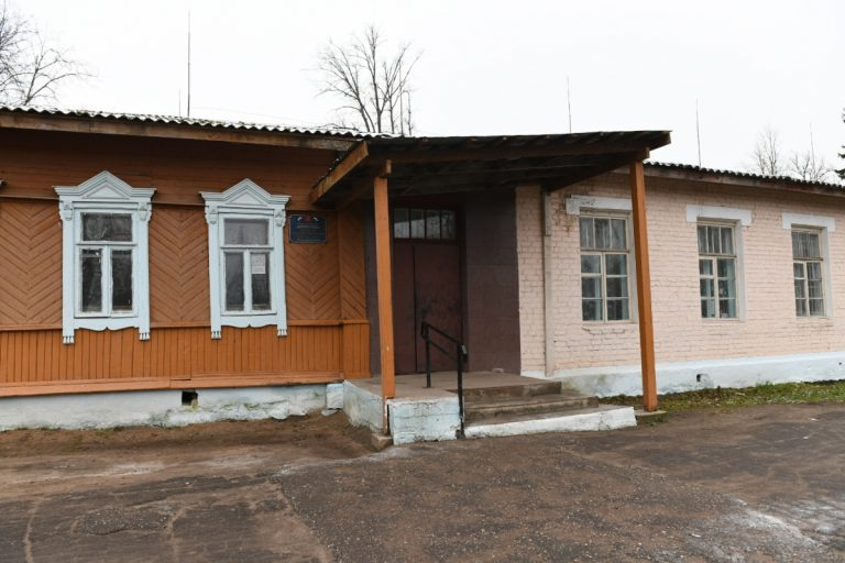 В бологовской школе отремонтировали крышу