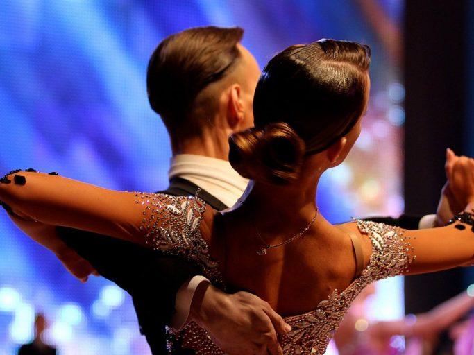 Сто танцоров выступят на празднике бального танца в Твери