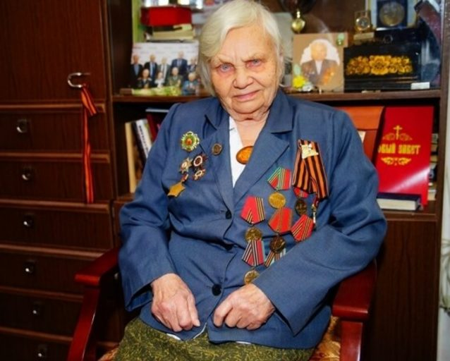Тверской губернатор поздравил ветерана войны с 95-летним юбилеем