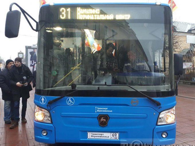 На работу в тверских автобусах приняли более 100 водителей
