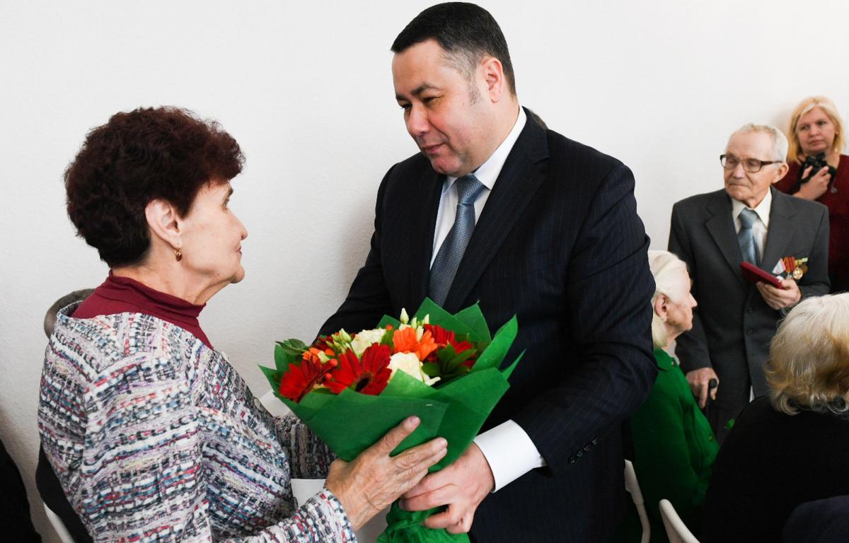 Игорь Руденя посетил учреждения и наградил ветеранов города Торжка
