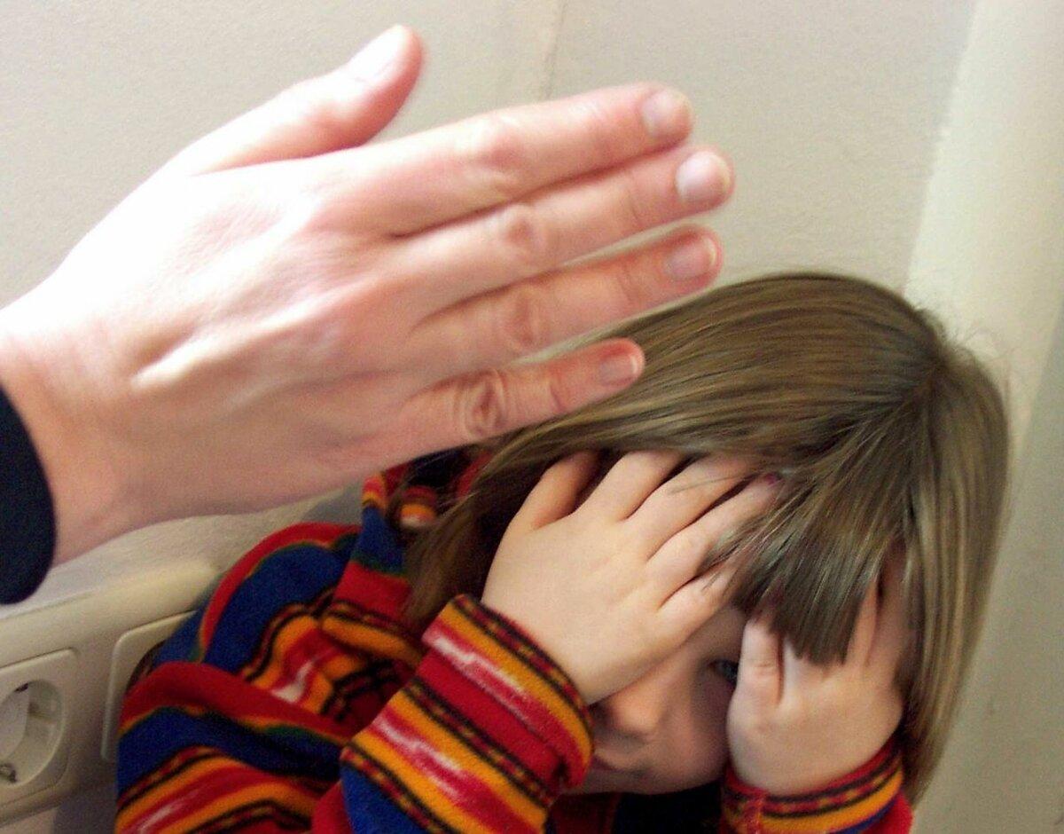 Житель Твери избивал дочь и попал на Первый канал