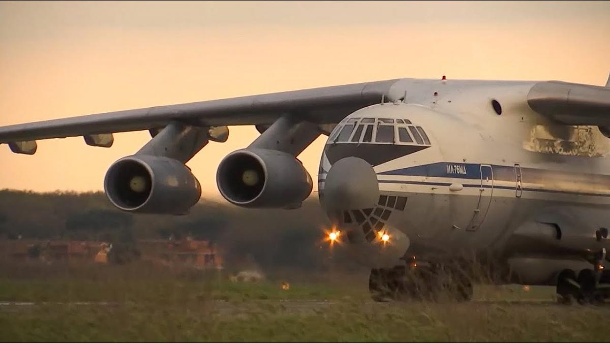 Тверские летчики доставили в Италию российских медиков
