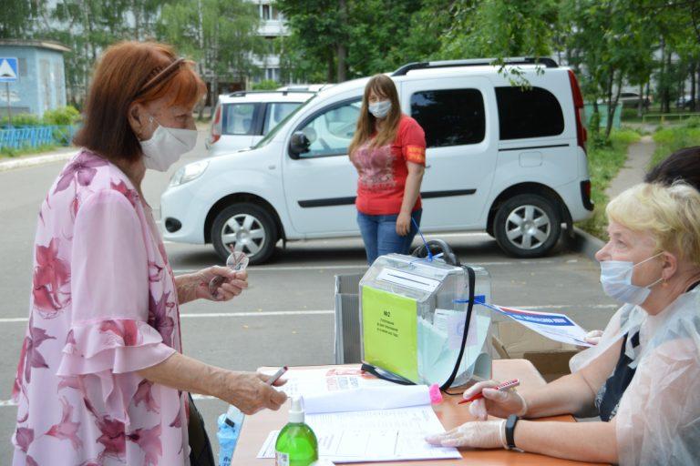 Жители Твери и области голосуют во дворах