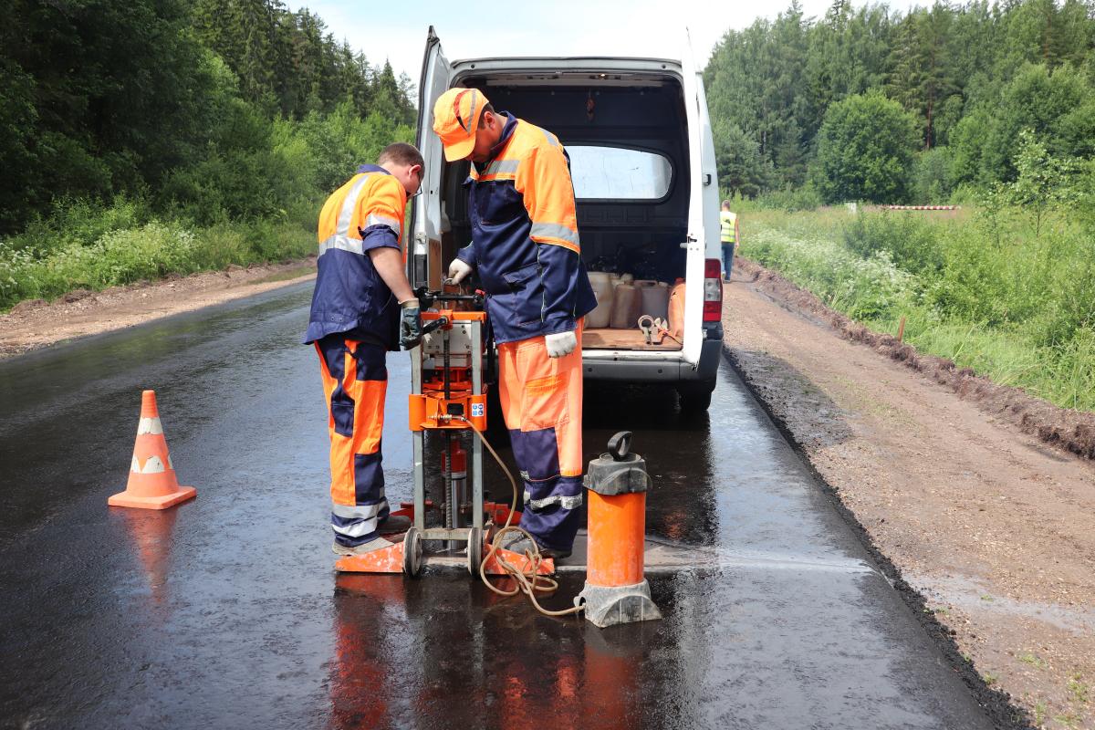 В Тверской области ремонтируют трассу Красномайский – Фирово