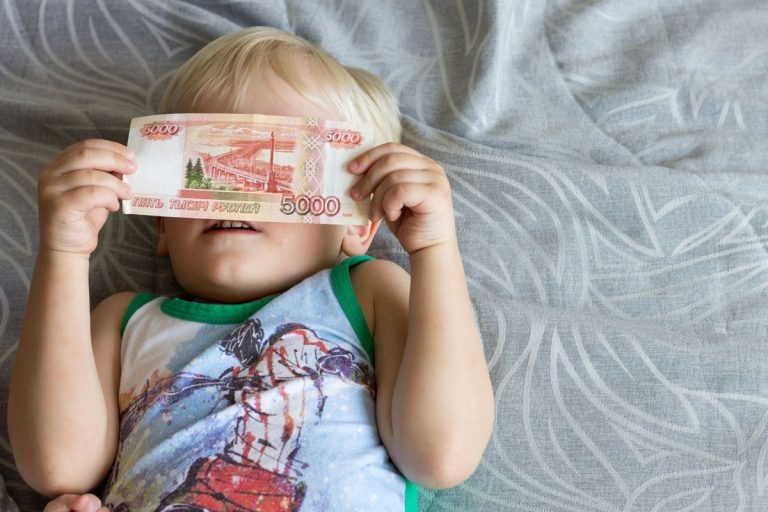 Выплаты на детей могут продлить и в августе