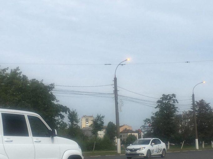 В Твери улицы освещают даже днём