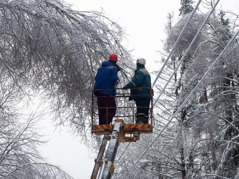 В Тверской области ликвидируют последствия снегопада