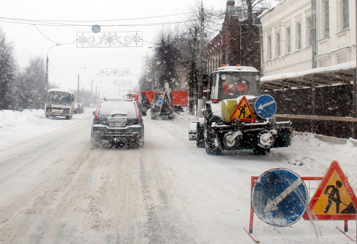 В Твери МУП «ЖЭК» круглосуточно расчищает дороги