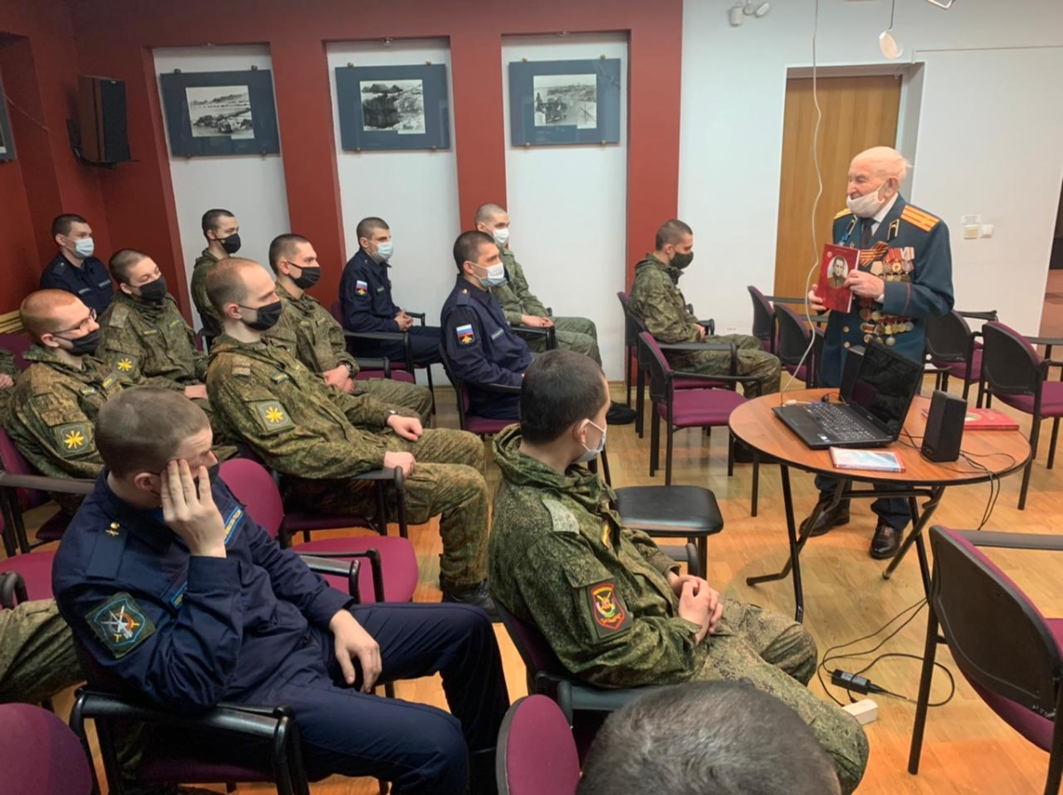 Тверской ветеран представил свою книгу в Музее Калининского фронта