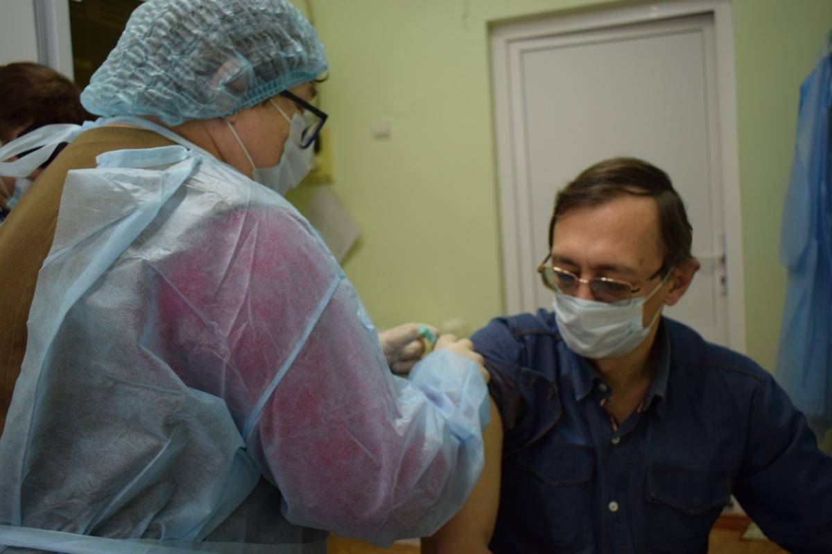 Глава округа в Тверской области рассказал, что заболел ковидом в легкой форме после вакцинации