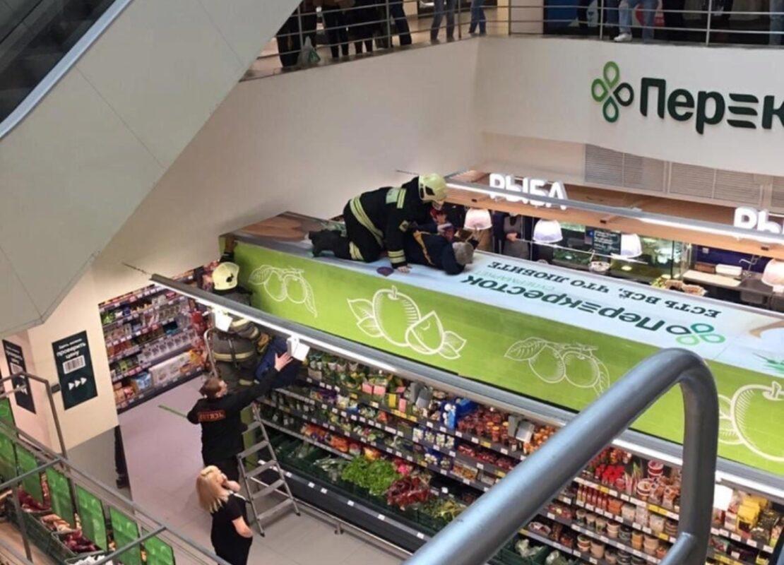 В Тверском торговом центре подросток упал с высоты 4 этажа