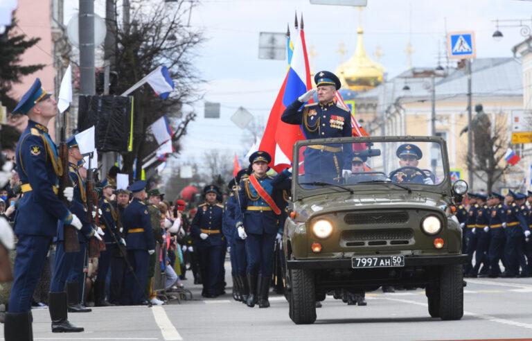 В Твери в День Победы состоялся торжественный парад