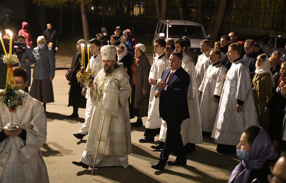 Игорь Руденя встретил Пасху в Воскресенском кафедральном соборе Твери