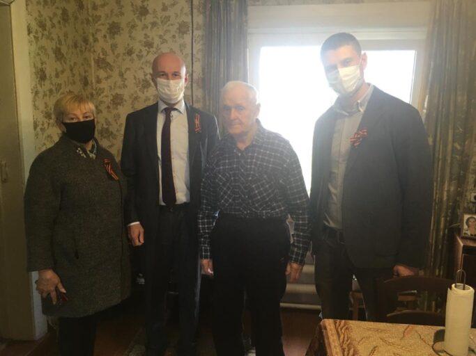 Ветеранов Калининского района поздравил депутат областного парламента