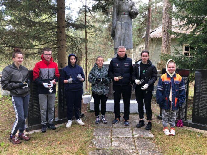 В Тверской области ко Дню Победы приводят в порядок воинские захоронения