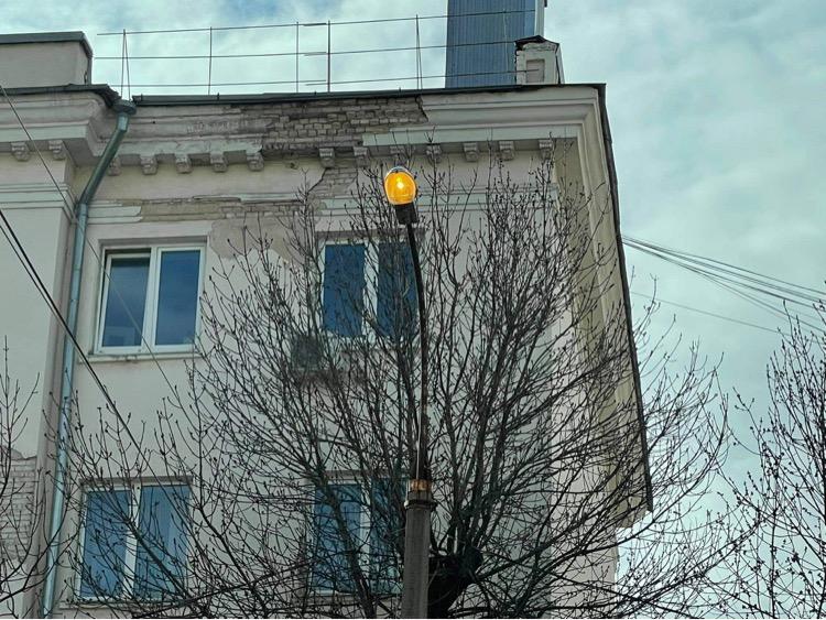 Жители Твери пожаловались на освещение улиц в дневное время