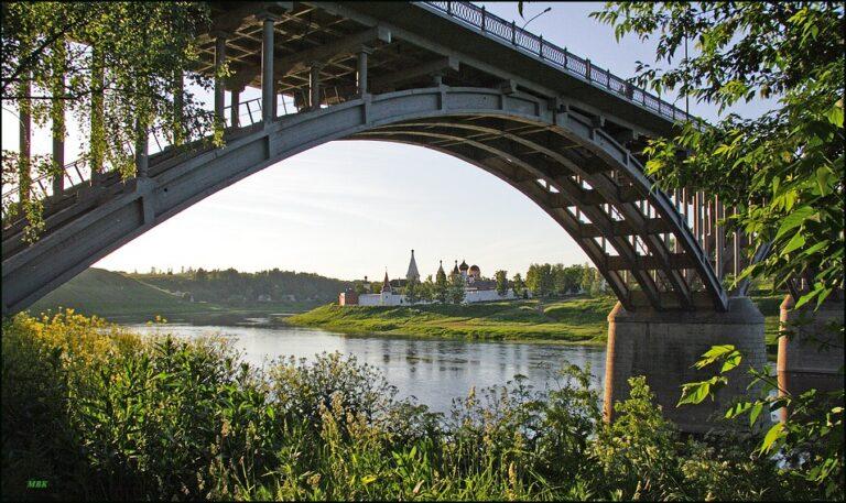 В Тверской области не дали погибнуть мужчине, пытавшемуся прыгнуть с моста
