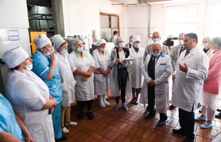 Тверской губернатор встретился с работниками маслозавода в Максатихе
