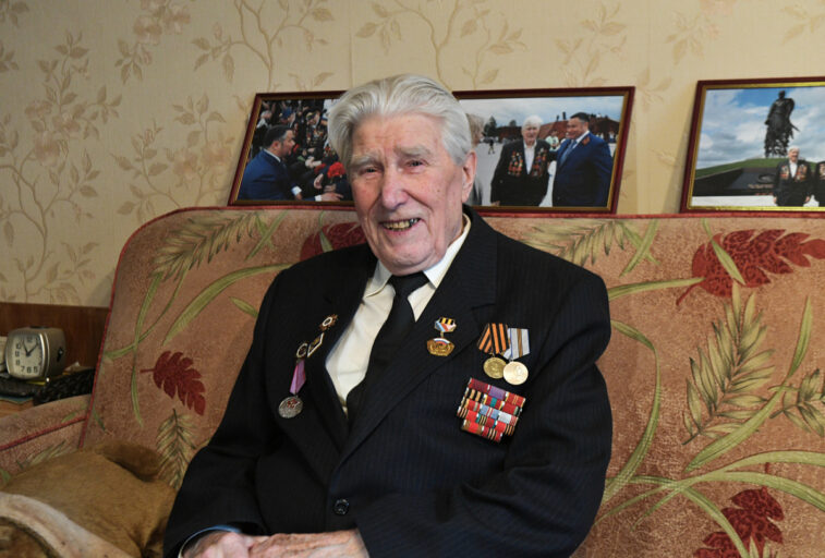 Тверской губернатор поздравил участника войны с 90-летием