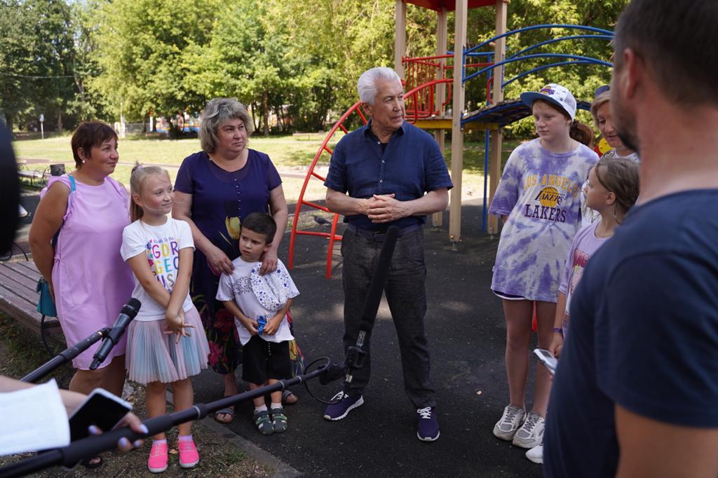 Владимир Васильев решил благоустроить детские площадки в Твери