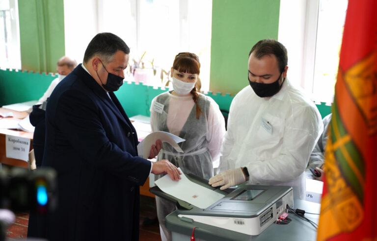 Игорь Руденя проголосовал в тверской школе №14