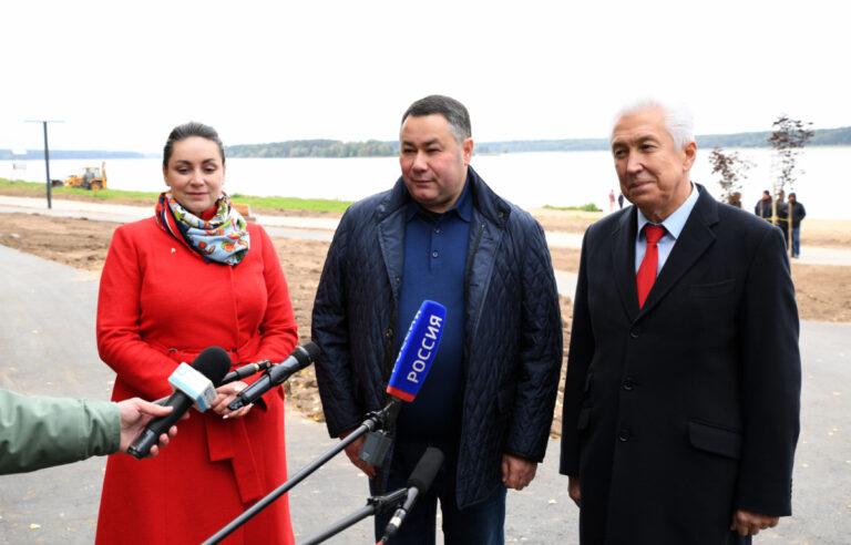 В Тверской области проинспектировали благоустройство набережной в Конаково