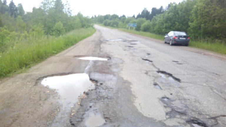 В Тверской области на дороге из Бежецка в Поречье залатали ямы