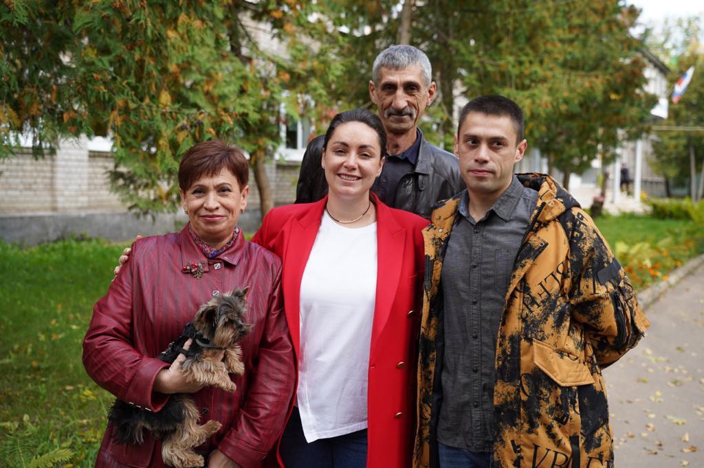 Лидер тверских волонтеров Юлия Саранова проголосовала вместе с семьёй