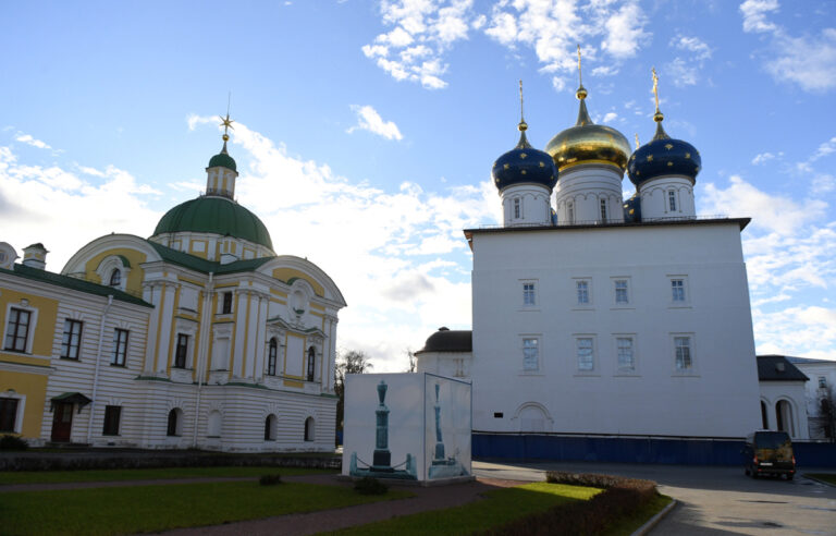 Губернатор посетил строительство кафедрального собора